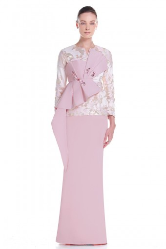 Elvia Kurung in Pink