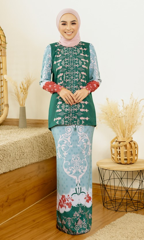 Jemna Kurung in Emerald Green