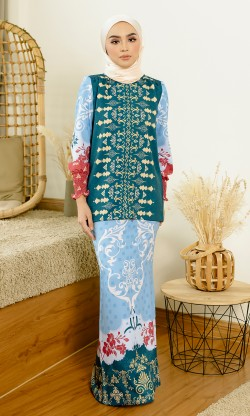 Jemna Kurung in Teal Blue