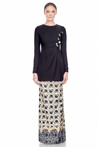 Savina Kurung in Black