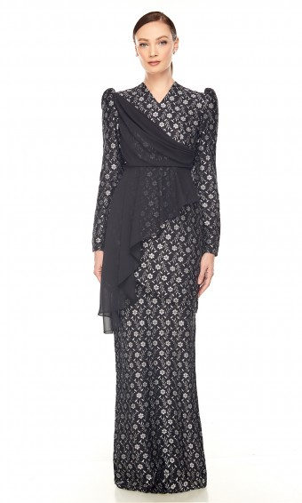 Taraa Kurung in Black