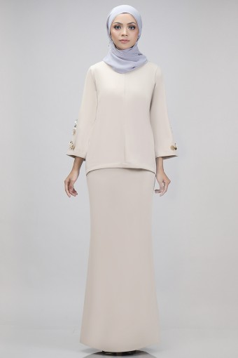 Edith Kurung in Beige