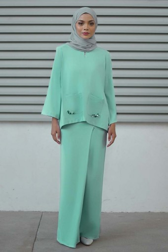 Laurynn Kurung  in Tosca Green